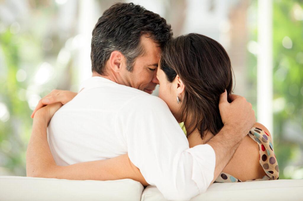 femme et homme à une date