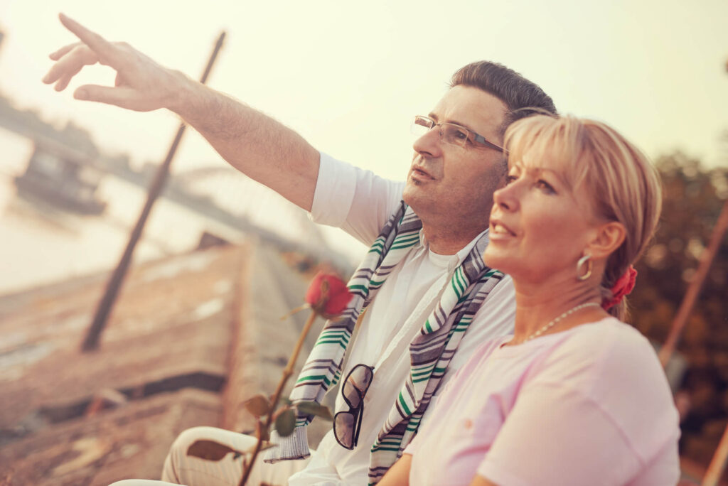 couple de plus de 50 ans à un rendez-vous