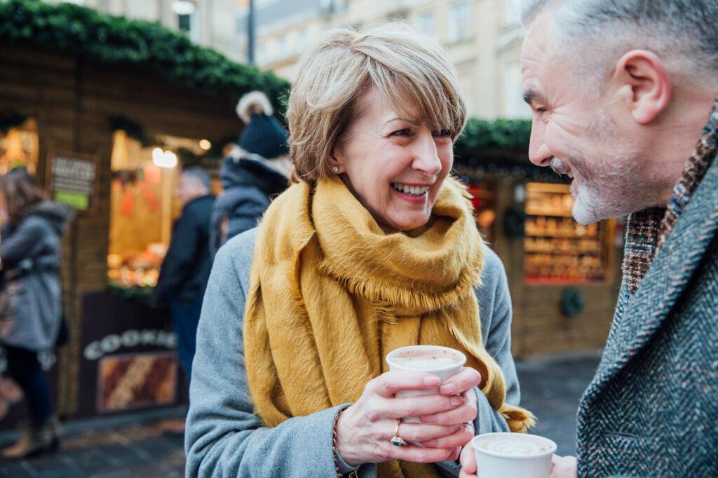 couple de plus de 60 ans à une date